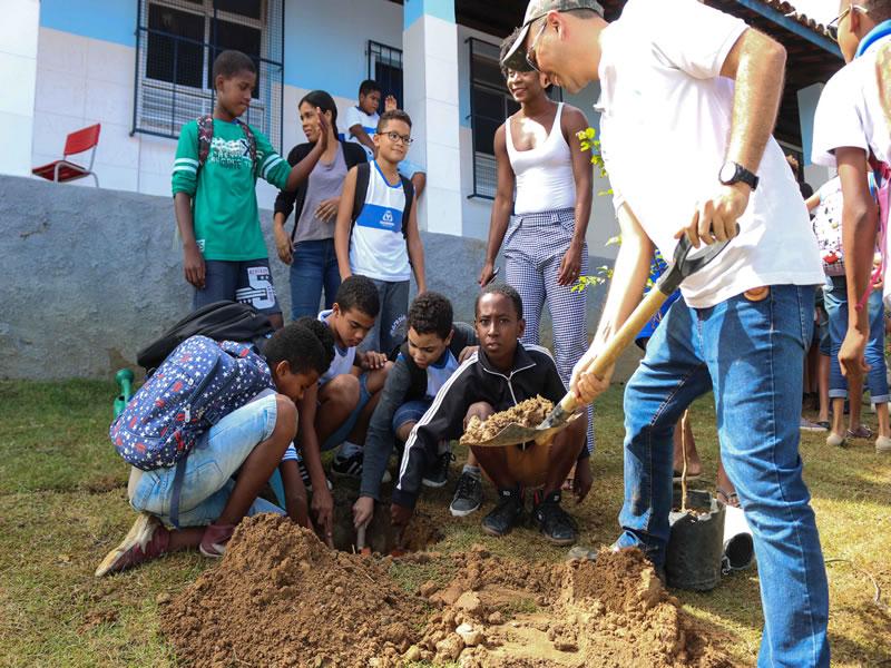 08e2f2c2ef84 Prefeitura realiza plantio de árvores em escola de São João do Cabrito